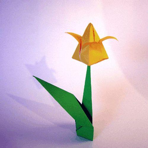 Цветок из бумаги тюльпан