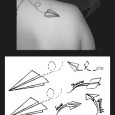 Tatouage avion en papier